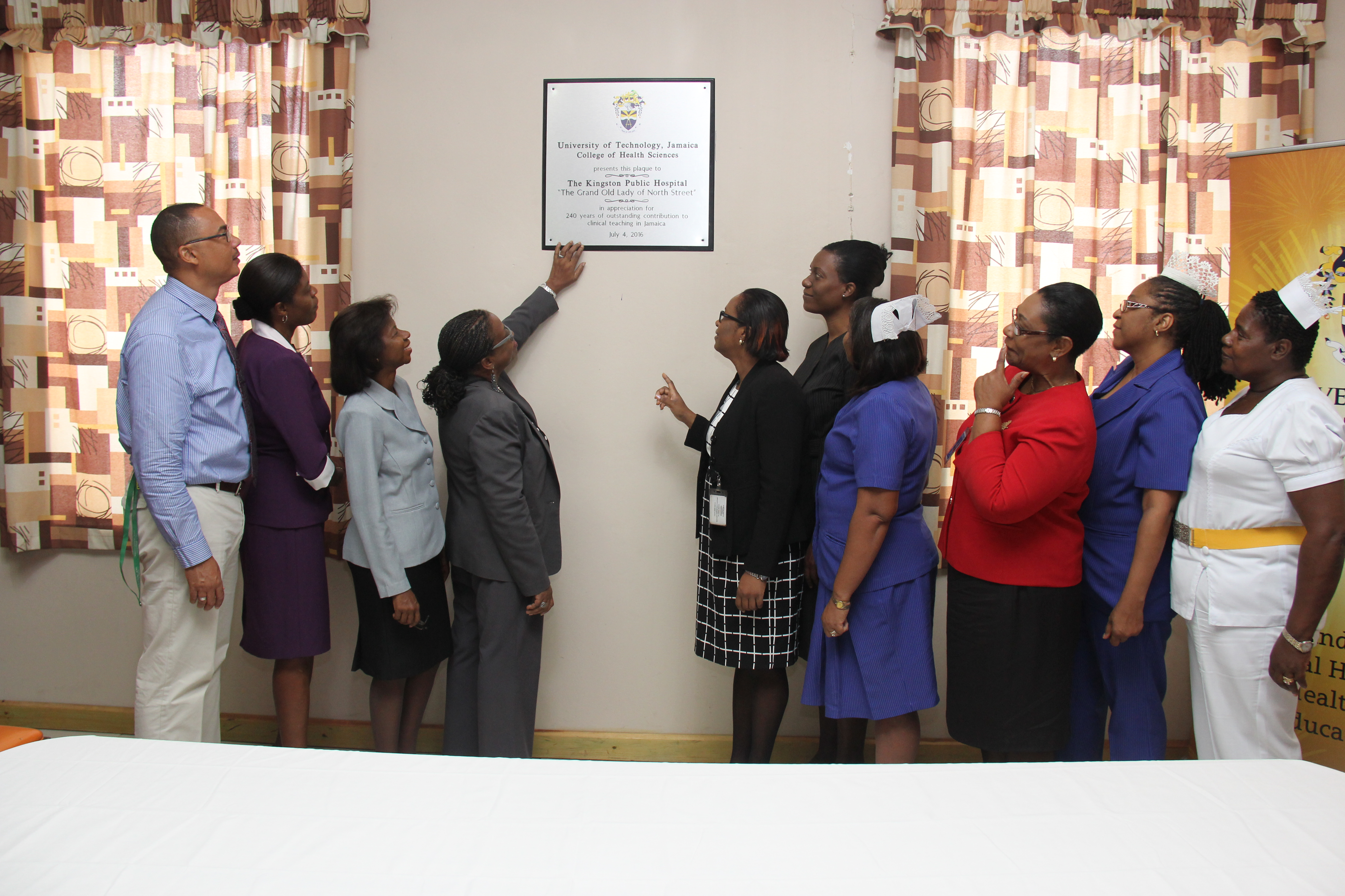 UTech, Jamaica Presents Appreciation Plaque to KPH